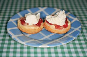 G.B ENGLAND. Babbacombe. Scones, jam and cream. 2000.