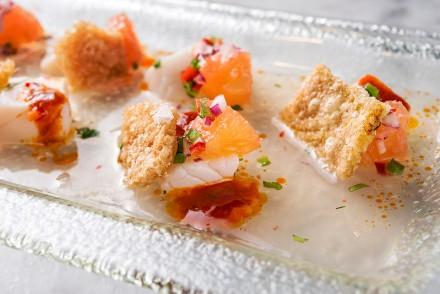 Asia de Cuba Scallop-Ceviche,-Grapefruit,-Aji-Panca,-Crispy-Pork-Skin-(2)