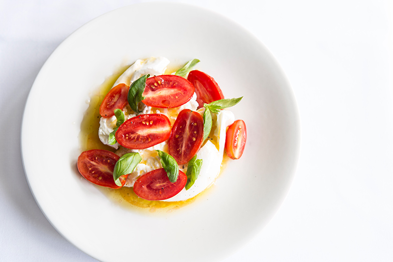 Burrata-with-tomatoes,-basil-and-East-London-honey