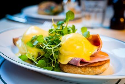 Eggs-Benedict-
