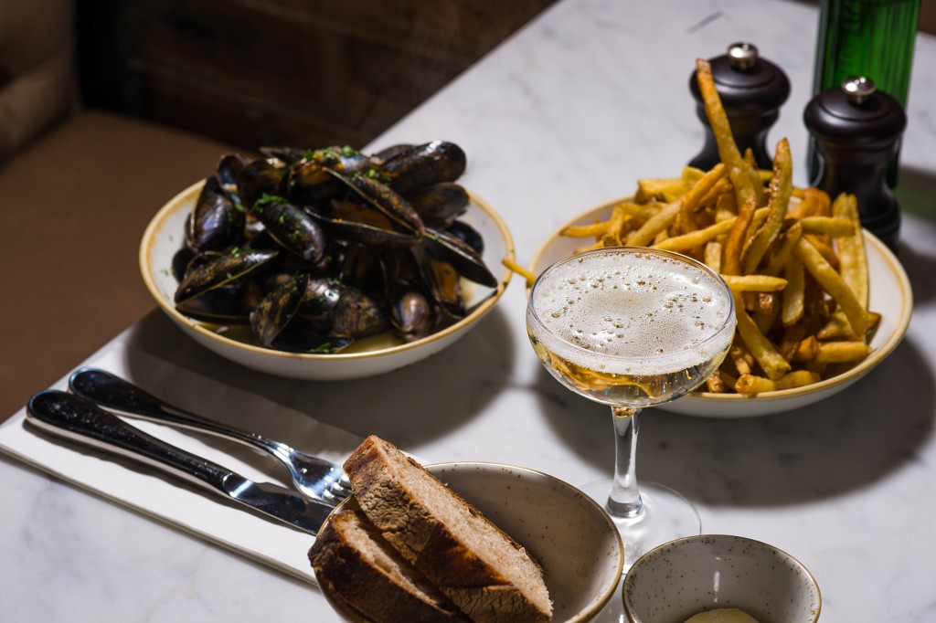 3. Moules Mariniere