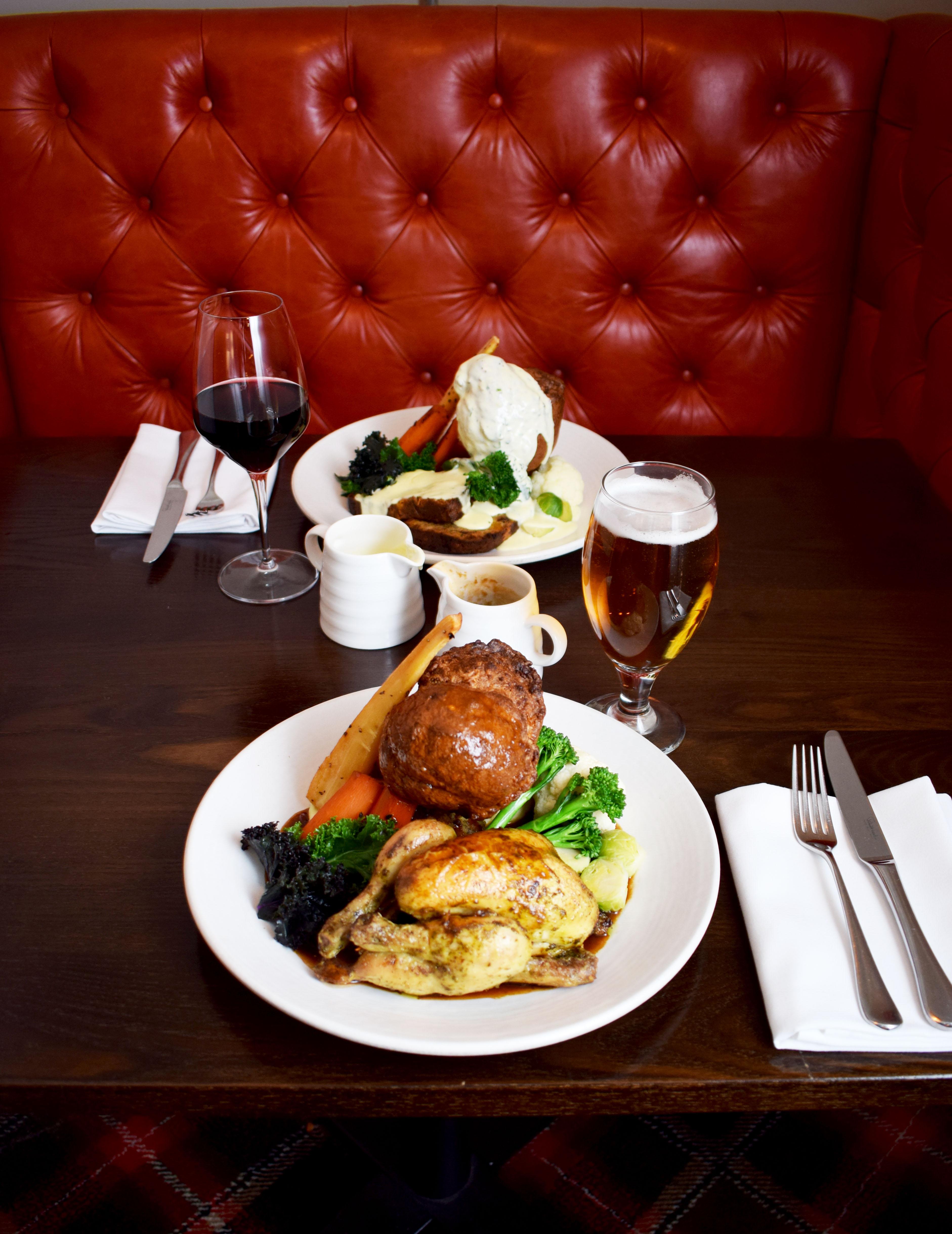 nut-roast-and-roast-chicken-in-red-booth-photo-by-bernardo-fernandes-2