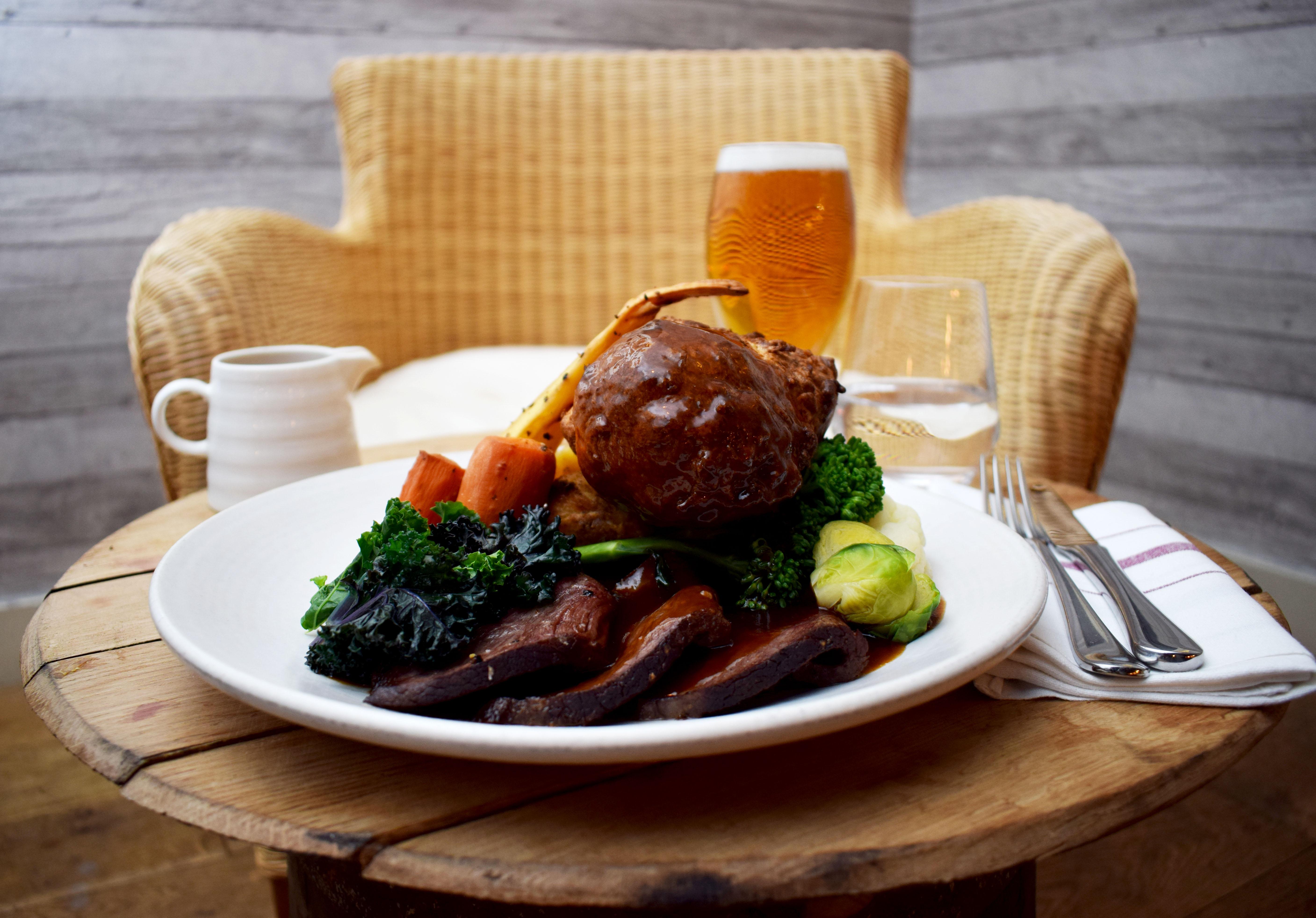 roast-beef-and-wicker-chair-photo-by-bernado-fernandes-2